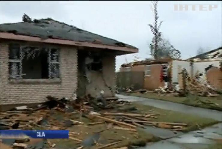 В США три торнадо зруйнували сотні будинків