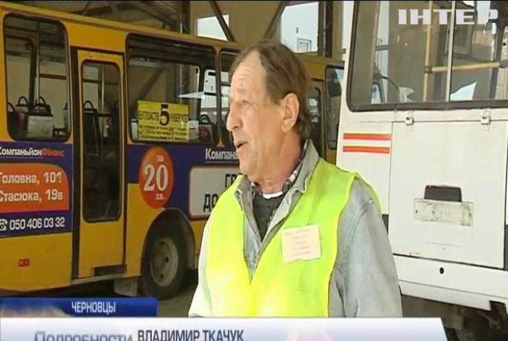 Жители Черновцов по часу ждут автобусы из-за конфликта перевозчиков с властями