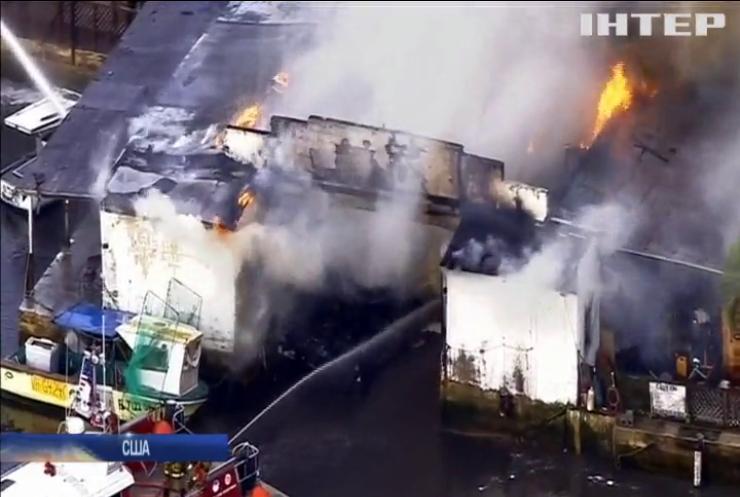 В Маямі 30 рятувальників гасили пожежу в яхт-клубі