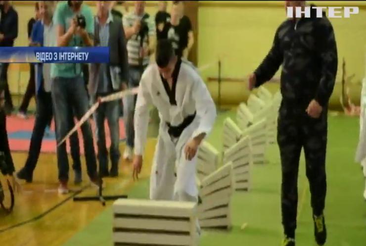 Боснієць розбив головою 111 бетонних блоків за 35 секунд