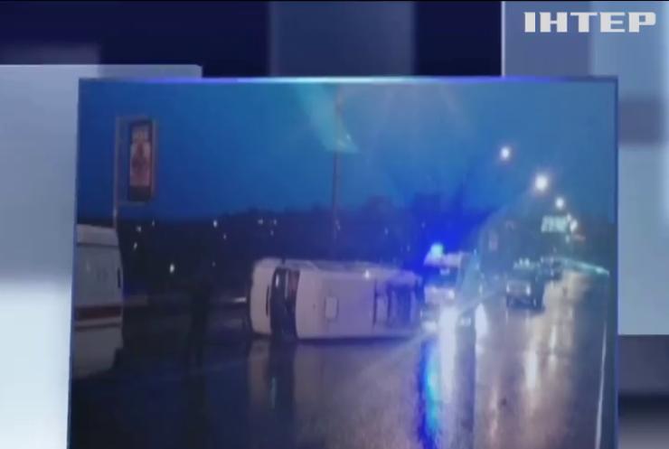 ДТП у Запоріжжі: маршрутне таксі перекинулось в центрі міста