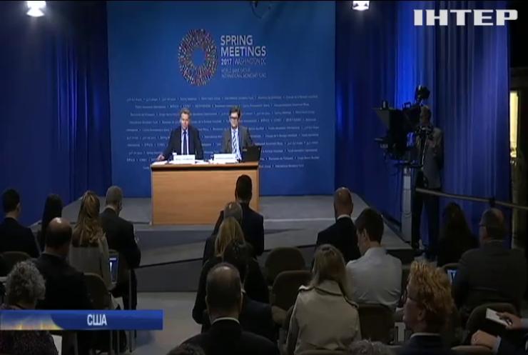МВФ требует повышения пенсионного возраста в Украине