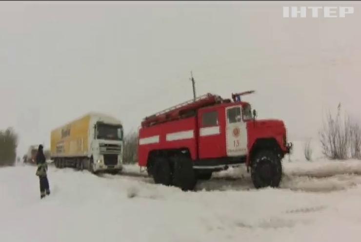 Погода в Украине: в Днепре спасатели устраняют последствия снегопада