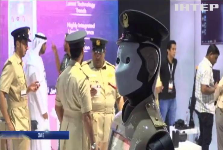 """Гість з майбутнього: до служби у поліції Дубаю приступив """"Робокоп"""" (відео)"""