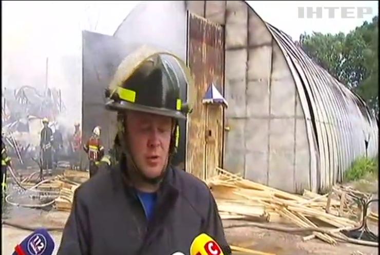 В Броварах горять склади з деревиною