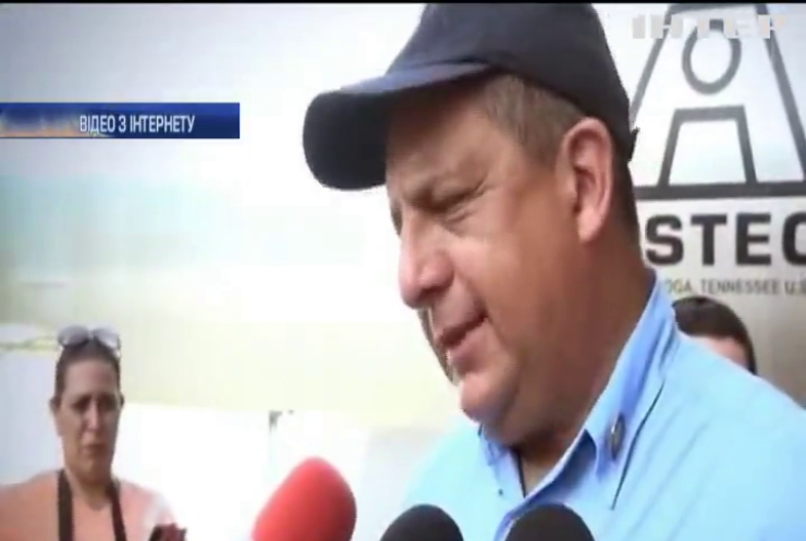 Президент Коста-Ріки проковтнув осу під час інтерв'ю