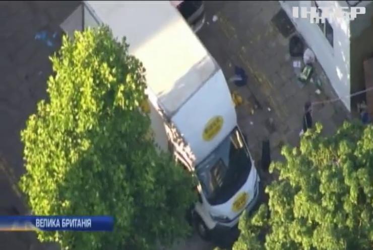 Теракт в Лондоні: у натовп людей в'їхав фургон