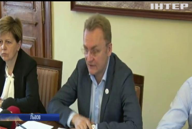 Гройсман предложил выделить деньги на борьбу с мусором во Львове
