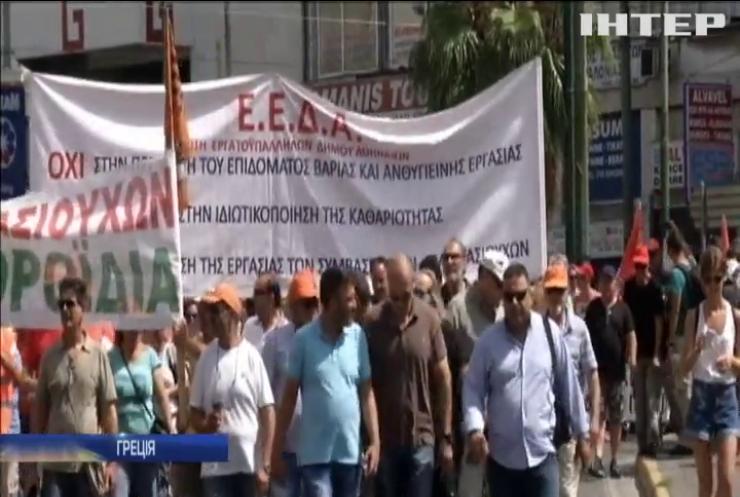 Комунальники в Греції припинили страйкувати і взялися до прибирання