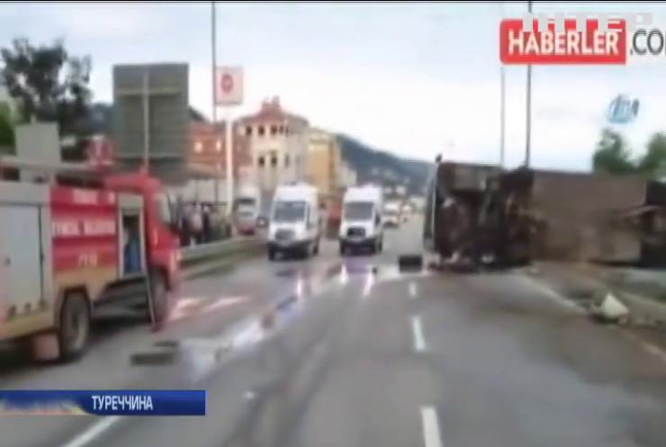 В Туреччині перекинувся автобус з дітьми із Грузії