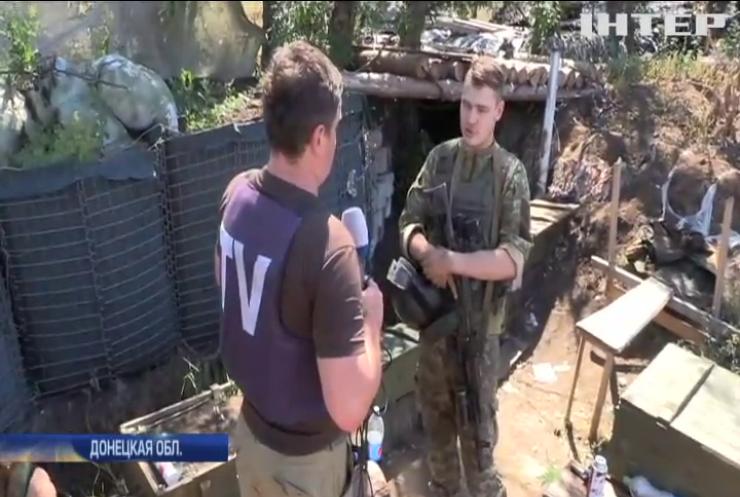 Под Красногоровкой военных обстреляли из танка