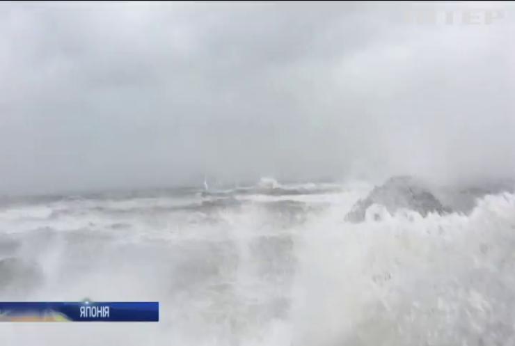 """Негода в Японії: тайфун """"Нору"""" вбив двох людей"""