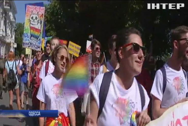 Гей-парад в Одессе защищали 500 полицейских (видео)