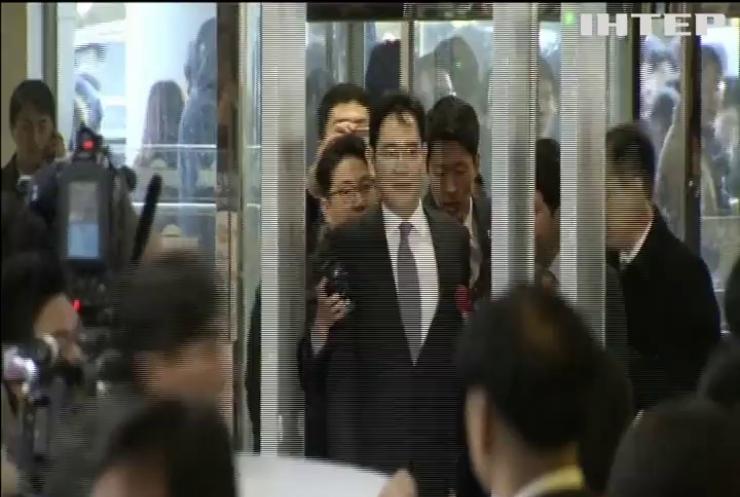 Главу Samsung отправили в тюрьму за взятку президенту