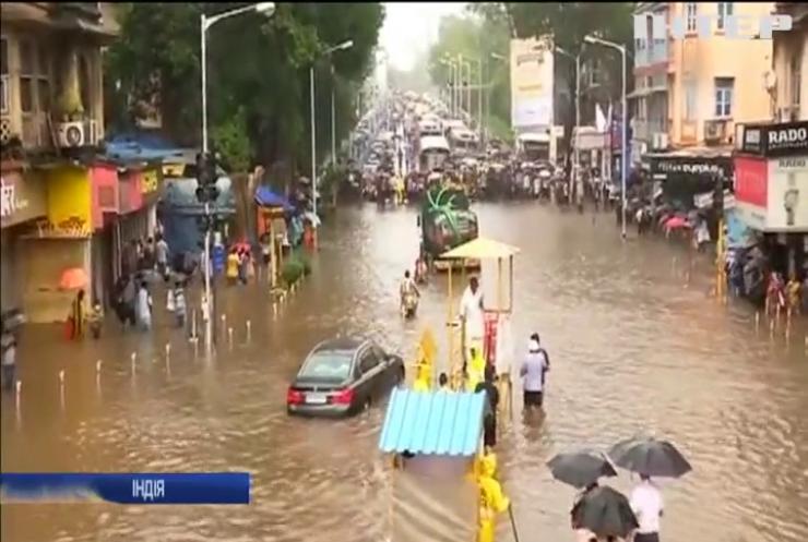 В Індії затяжні дощі призвели до повеней