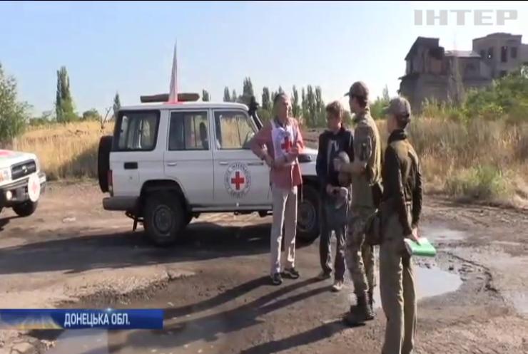 У Торецьку місії Червоного хреста та ОБСЄ закрили собою ремонтників водогону