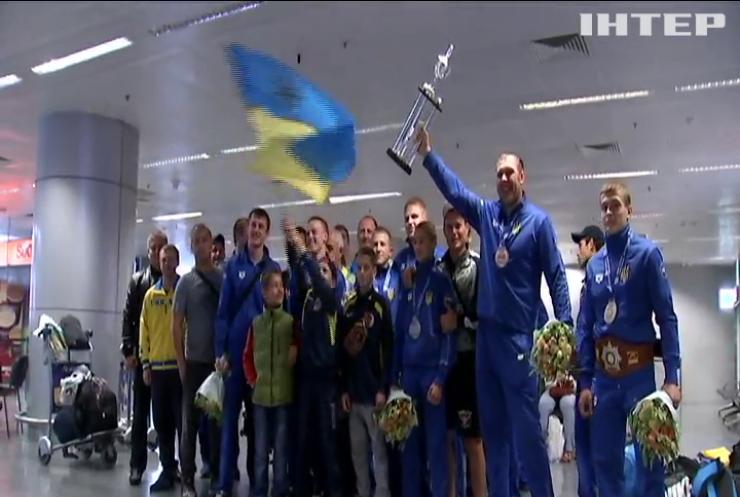 Українські спортсмени вибороли у Афінах три золоті медалі