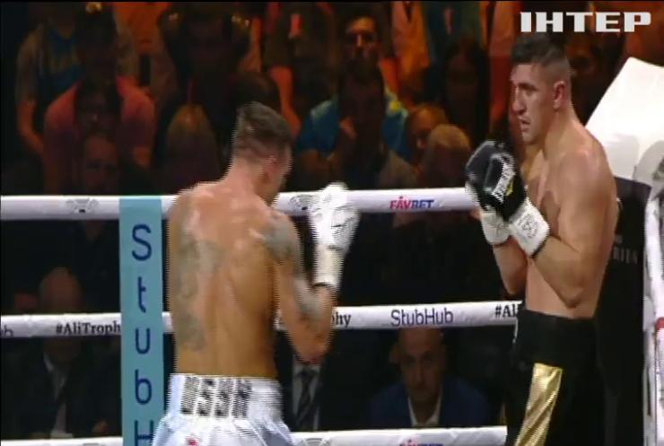 Украинский боксер Александр Усик уверенно победил немца Марка Хуга