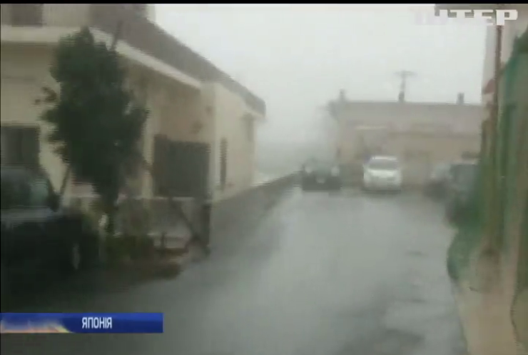 """До Тайваню впритул наблизився тайфун """"Талім"""" (відео)"""