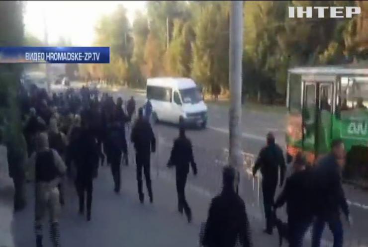 """В Запорожье толпа радикалов пыталась сорвать """"Фестиваль равенства"""""""