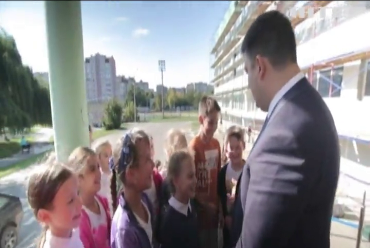Порошенко и Гройсман поздравили педагогов с Днем учителя
