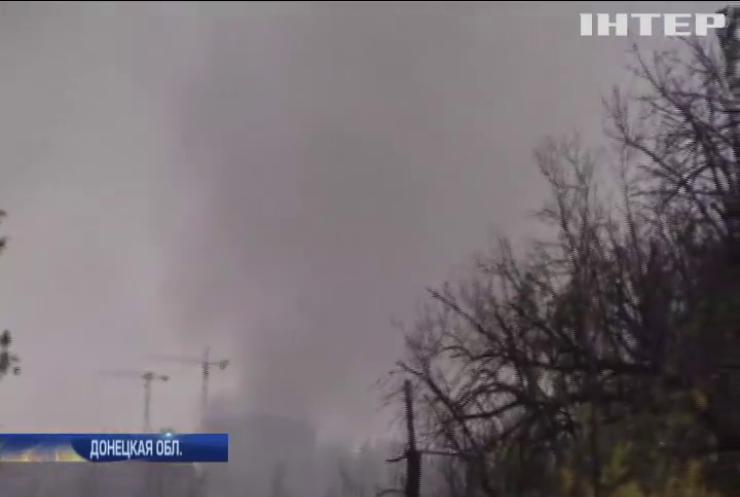 Война на Донбассе: под Авдеевкой из-за обстрелов загорелась окраина поселка Спартак