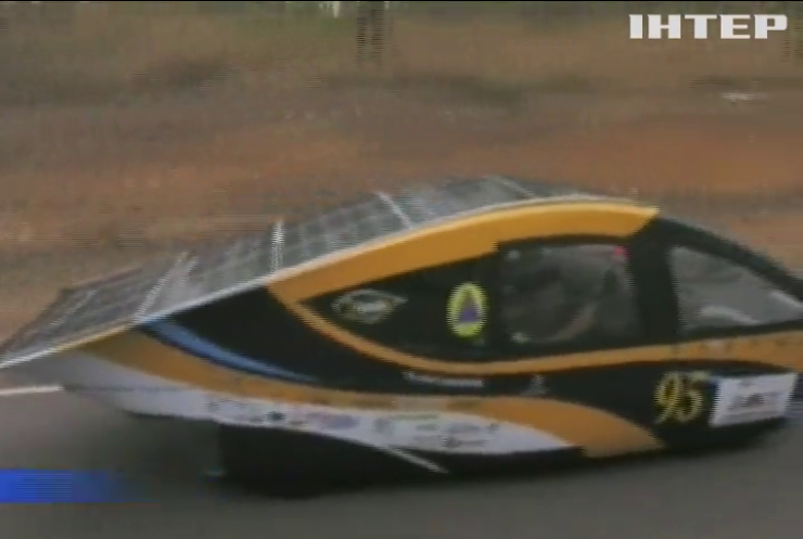 В Австралии стартовали гонки машин на солнечных батареях
