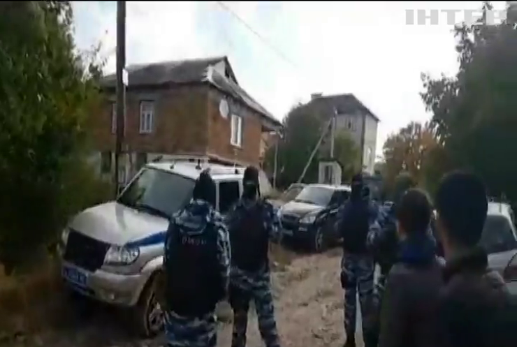 В окупованому Криму російські силовики вдерлися до помешкань кримських татар (відео)