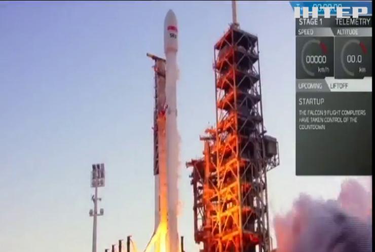 """Ракета-носій """"Фелкон-9"""" вивела на орбіту супутник"""