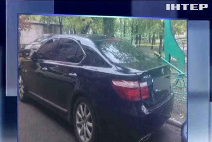 В Києві зі стріляниною намагалися пограбувати чоловіка