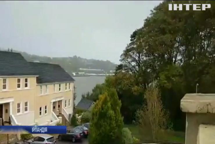 """Негода в Ірландії: потужний шторм """"Офелія"""" забрав життя 3 людей"""