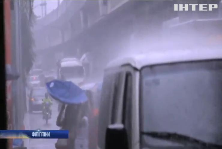 На Філіппінах через повені евакуювали тисячі людей (відео)