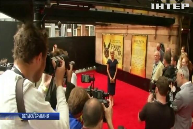 """20 років Гаррі Поттеру: у Лондоні відкрили експозицію """"магічних експонатів"""""""