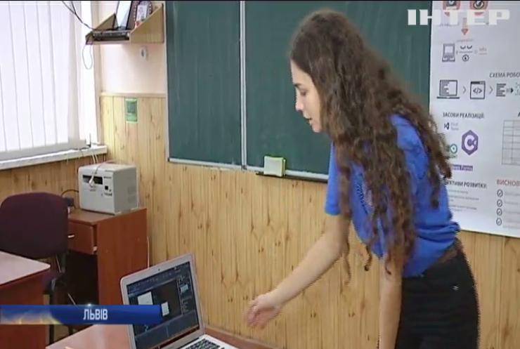 Українка створила програму, що перетворює текст на шрифт Брайля
