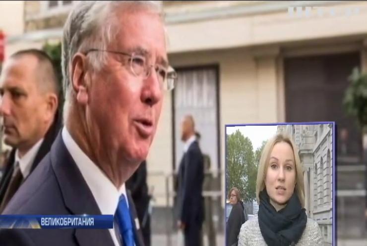 Министра обороны Великобритании уличили в непристойном поведении