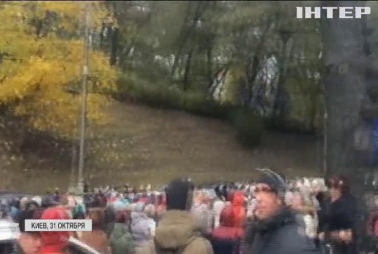 Учителя Киева вышли на протест под Кабмином