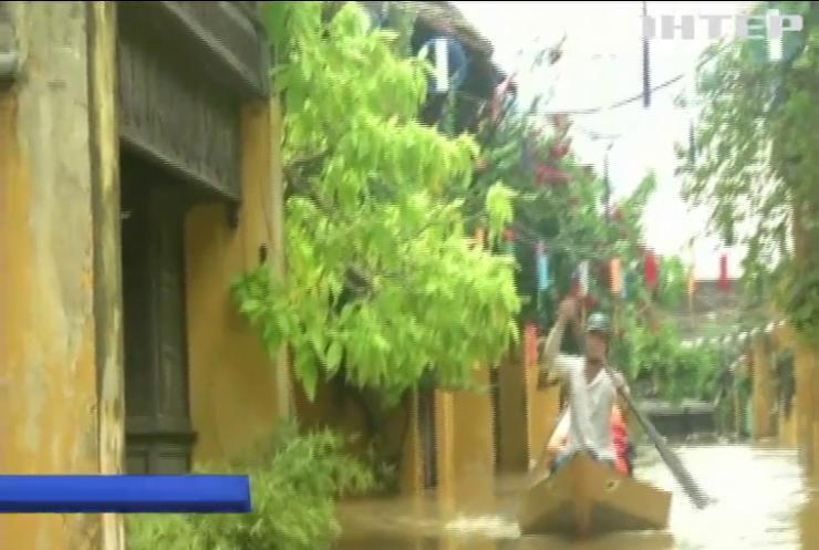 У В'єтнамі під воду пішло стародавнє місто (відео)