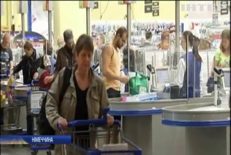 У Німеччині безробітні отримуватимуть гроші в магазинах