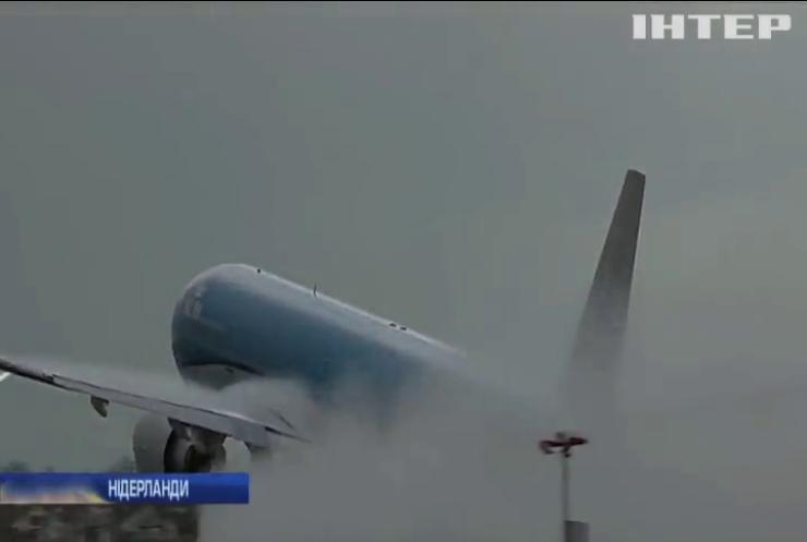 В аеропорту Амстердама блискавка влучила у літак