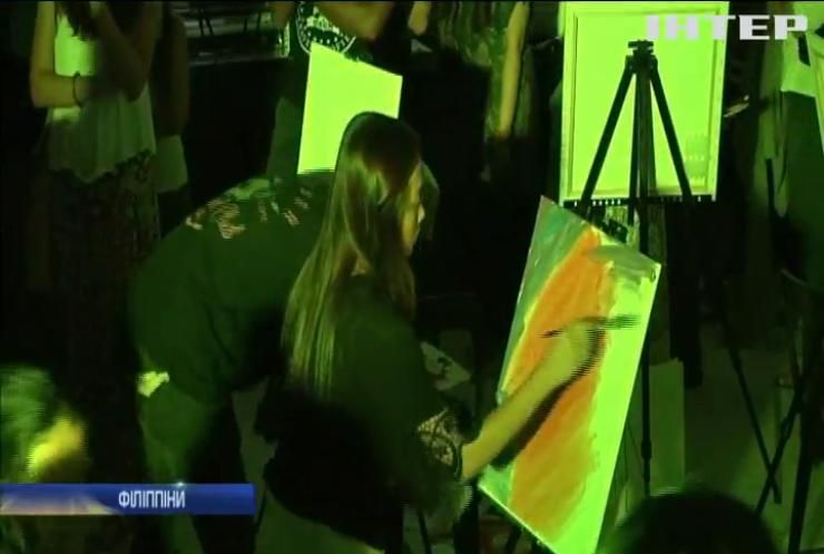 """На Філіппінах художники змагалися у """"Мистецькій битві"""""""