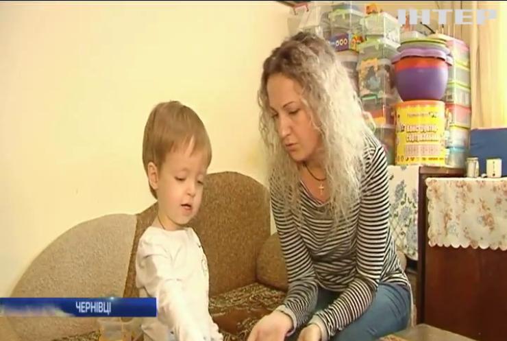 Маленький Богдан із Чернівців потребує термінового лікування