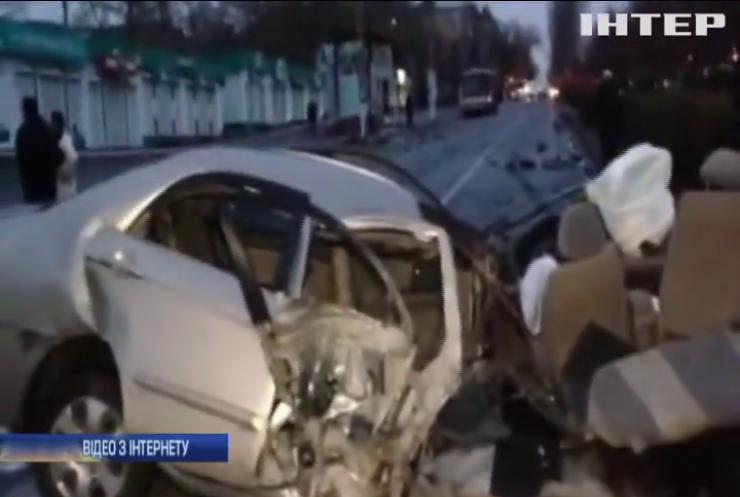 У Миколаєві внаслідок аварії травмовані четверо людей (відео)