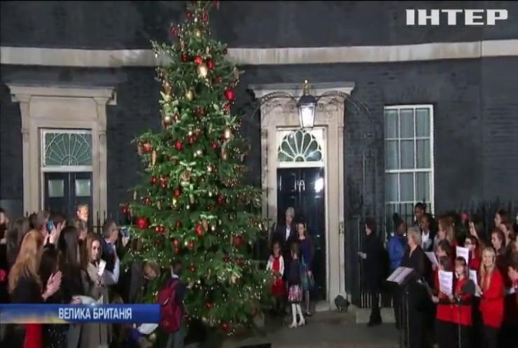 Тереза Мей запалила вогні різдвяної ялинки Британії