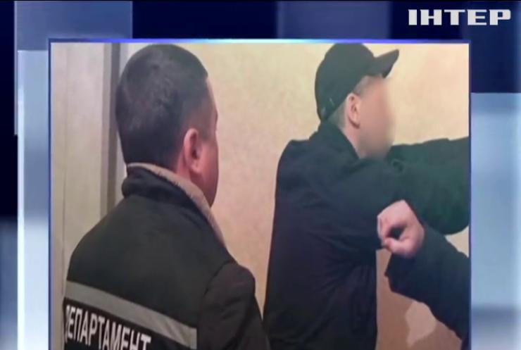 На Кіровоградщині поліцейські продавали наркотики арештантам