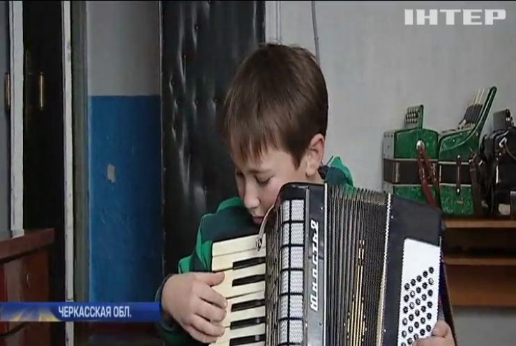 """В Черкасской области чиновники """"обчистили"""" музыкальную школу (видео)"""