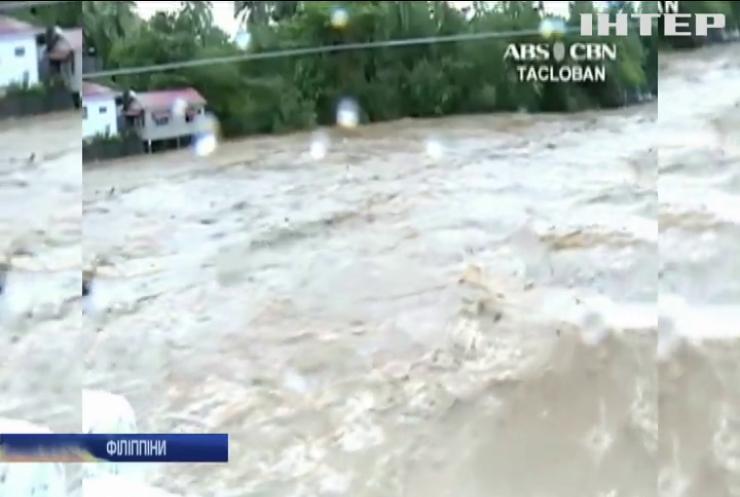 """На Філіппінах шторм """"Кай-Так"""" забрав життя 26 людей"""