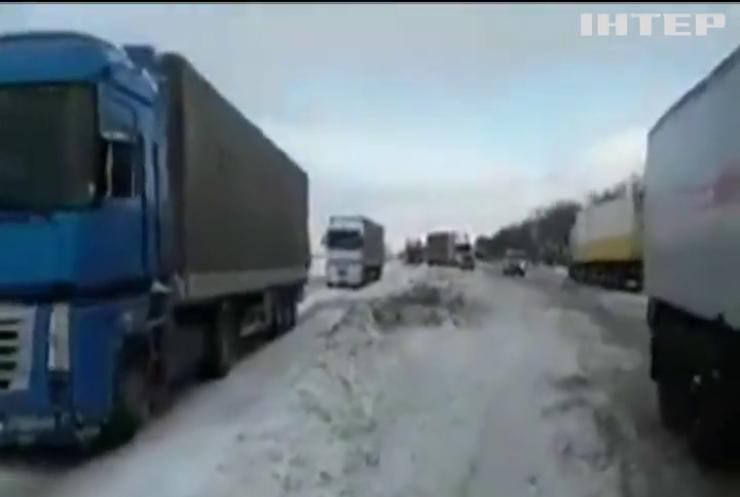 На Київщині затор з фур розтягнувся на 7 кілометрів