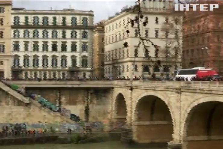 Римляне в Новый год бросаются в реку