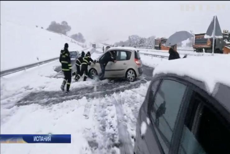 В Испании тысячи людей попали в снежную ловушку