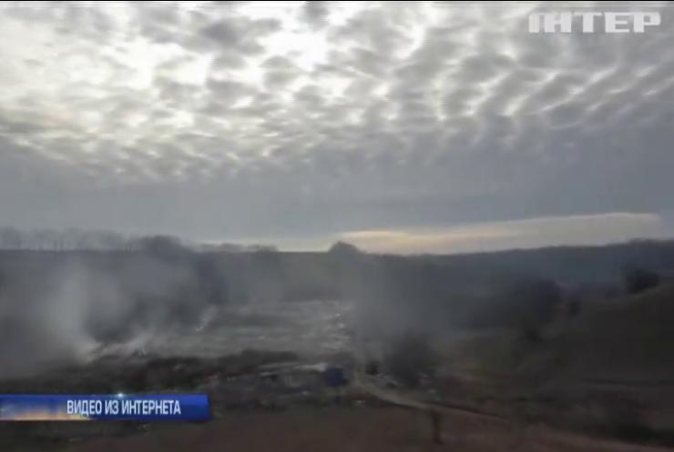 В Кировоградской области вторые сутки горит свалка